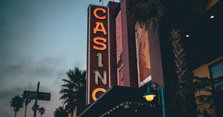 Online Kaszinó vs. Szárazföldi kaszinó - ismerje meg az előnyöket
